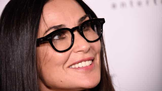 Demi Moore estreia novo sorriso, após ter ficado desdentada