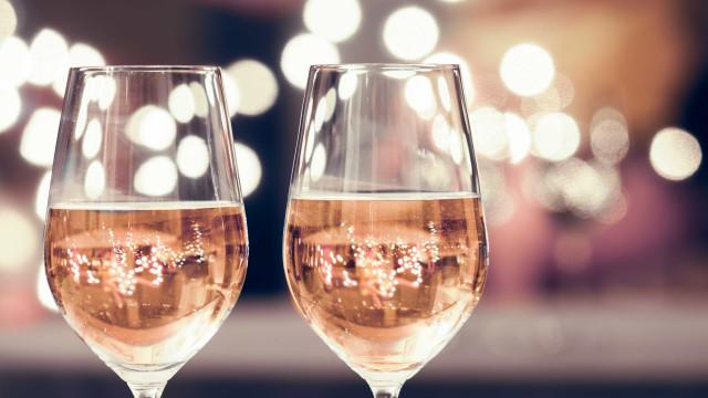 Vinho caro era, afinal, Rosé espanhol. Fraude em larga escala em França