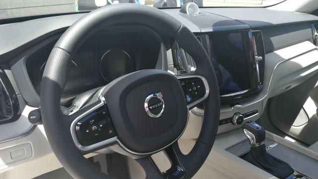 O novo Volvo XC60 tem três novos sistemas de segurança. Fomos conhecê-los