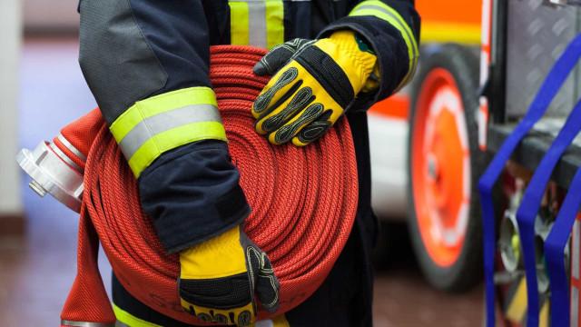 Duas pessoas desalojadas em incêndio que destruiu casa em Lamego