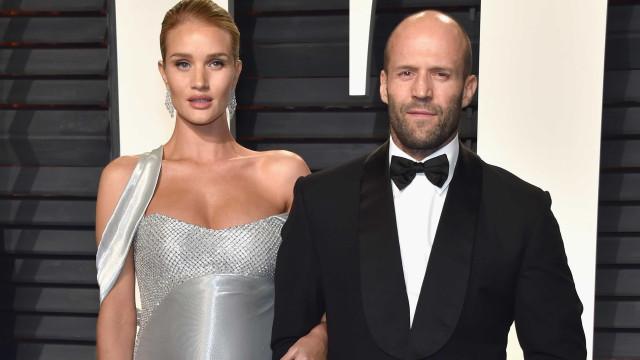 Jason Statham e Rosie Huntington-Whiteley já são pais