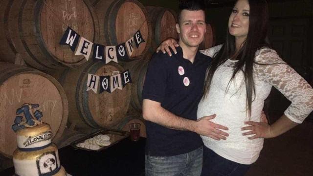 Durante meses escondeu gravidez. Quando marido voltou contou-lhe assim