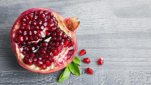 Romã e uvas passas afastam sinais de envelhecimento precoce