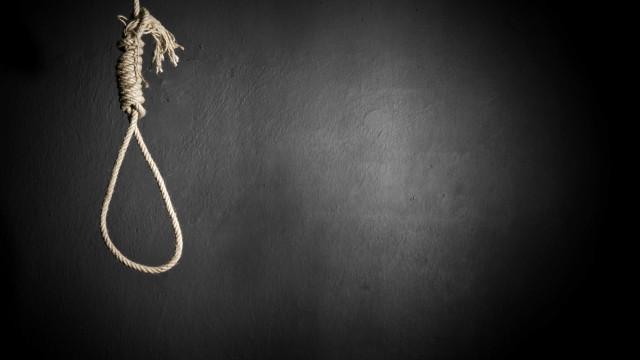 Escritor condenado à morte por homicídios que cometeu como inspiração