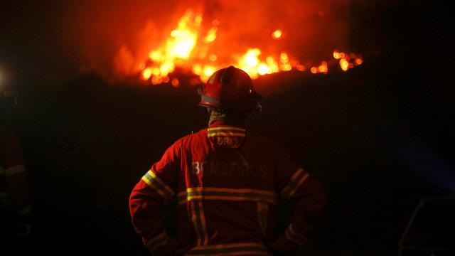 Incêndio durante a noite consumiu fábrica em Setúbal