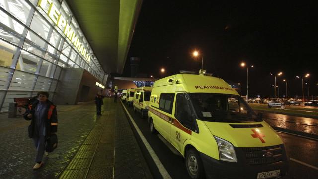 Pelo menos 13 mortos em choque entre autocarro e camião cisterna