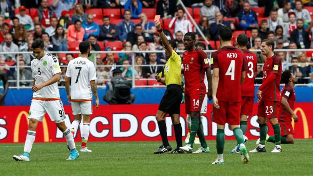 """Raúl Jiménez diz-se """"feliz no Benfica"""" e pede """"desculpa"""" a Eliseu"""