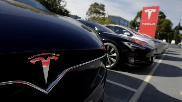 O novo modelo da Tesla sai da fábrica esta semana