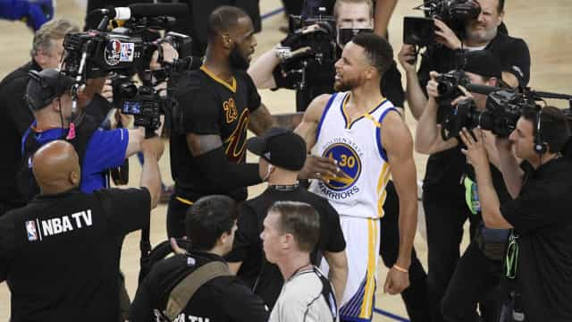 O curioso pormenor que liga as vidas de LeBron James e Stephen Curry