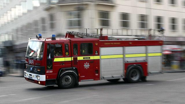 Incêndio de grandes dimensões deflagrou no norte de Londres