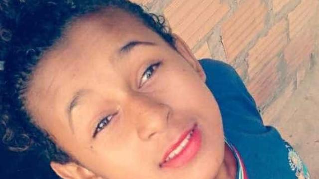 Jovem de 14 anos esfaqueada fatalmente pelo ex-namorado