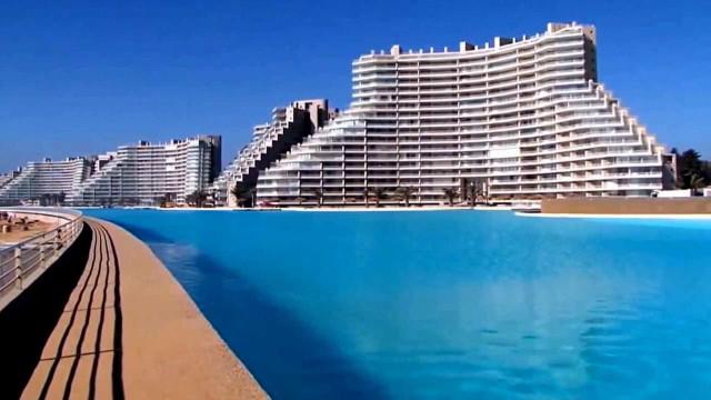 Nadar ao longo de um quilómetro. Conheça a maior piscina do mundo