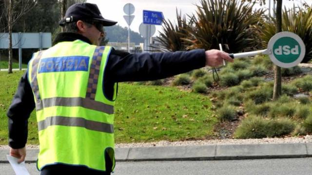 Homem apanhado a conduzir bêbedo insulta agentes da PSP