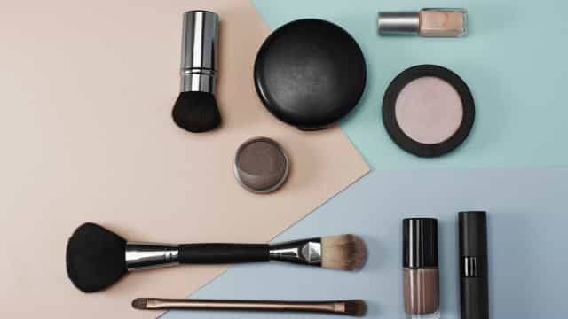 Quer saber tudo sobre a cosmética que usa? Este site dá-lhe uma ajuda