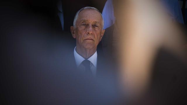 Imprensa internacional rende-se às imagens de Marcelo a consolar idosos