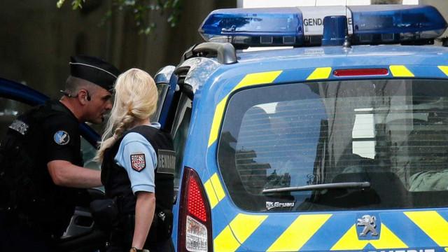 Casal e três filhos mortos a tiro numa quinta em França
