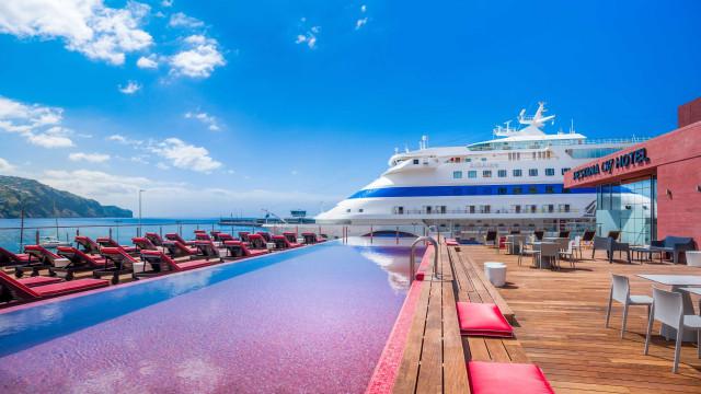 Mergulhos até de madrugada. 'Pool parties' chegam ao Pestana CR7 Funchal
