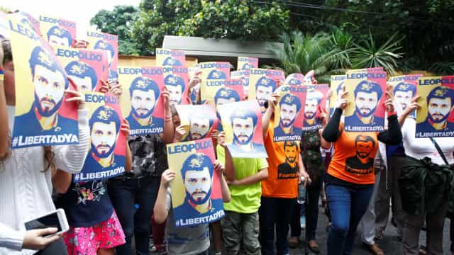 Líderes da oposição venezuelana levados pela polícia para parte incerta