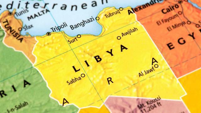 Oito pessoas morrem sufocadas dentro de um contentor na Líbia