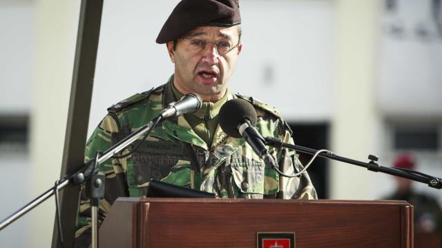 Comandante das Forças Terrestres formaliza pedido de exoneração