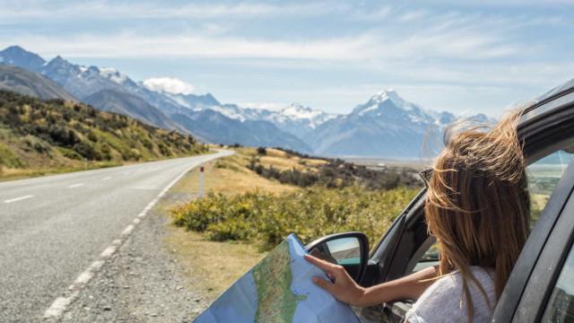 Viajar e gastar pouco. Estas são as dicas a seguir