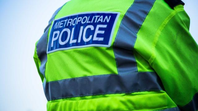 Homem esfaqueado mortalmente em Londres em plena luz do dia