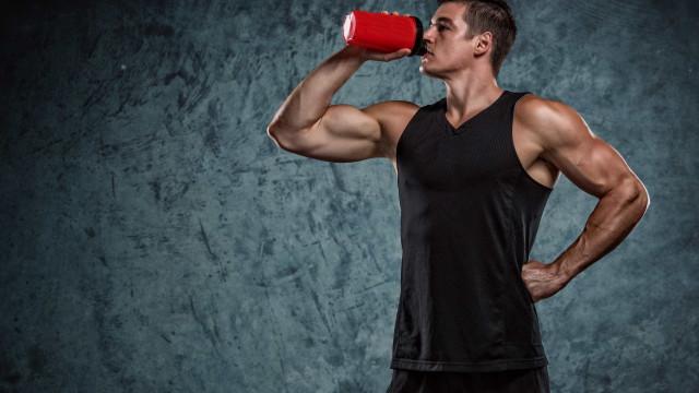 Café sim, barras de proteína não. O que evitar comer antes do treino