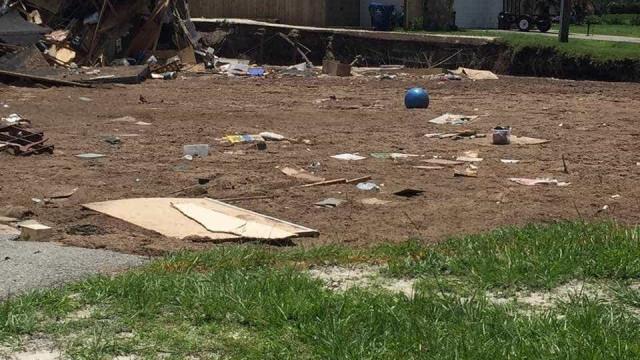 Florida: Duas casas engolidas por cratera
