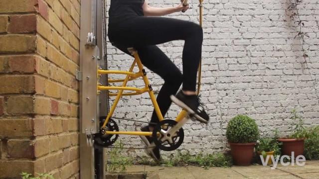 Para quê usar elevador se pode subir de… bicicleta