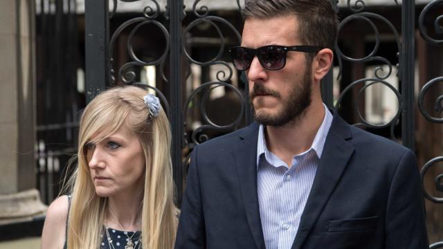 Pais de Charlie Gard voltam ao tribunal e pedem que bebé morra em casa