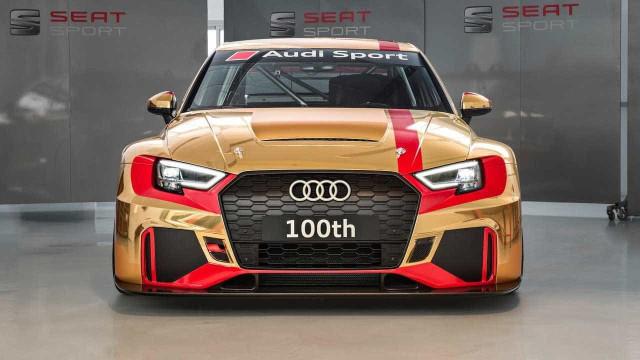 O 100.º Audi RS3 LMS teve direito a edição especial em tons dourados