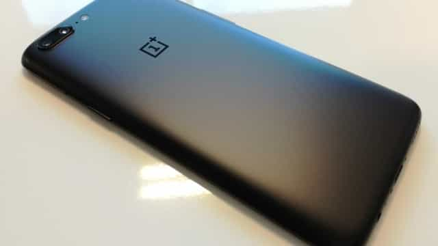 OnePlus explica encerramentos inesperados com número de socorro