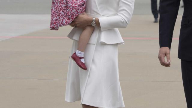 Charlotte 'herda' sapatos do tio Harry
