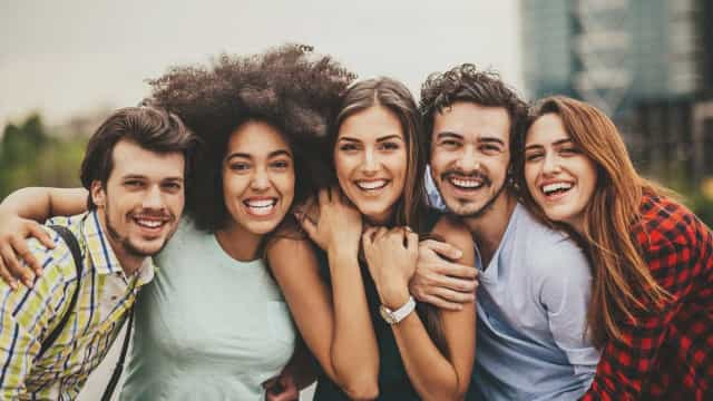 No Dia do Amigo, são estes os oito tipos que não devem faltar na sua vida