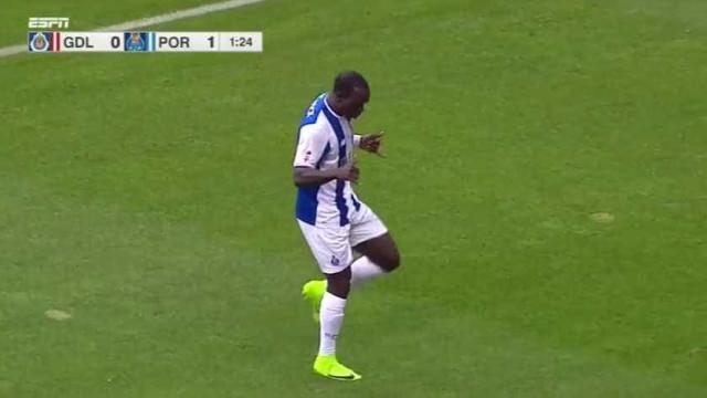 Aboubakar 'madrugou', marcou e soma pontos com Sérgio Conceição