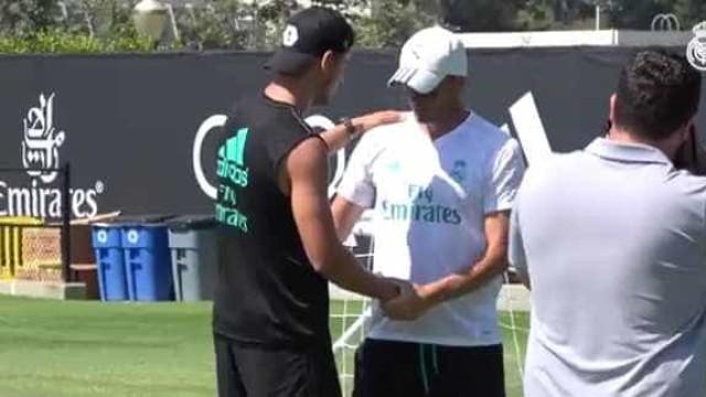 Emoção e aplausos no adeus de Morata ao Real Madrid