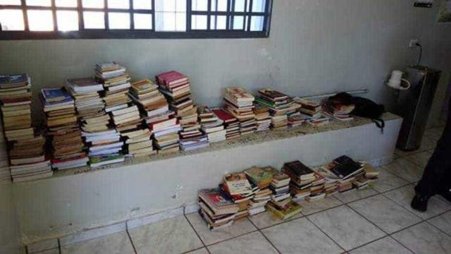 """Jovem roubou quase 400 livros para ler. """"Ia devolver mas foram ficando"""""""