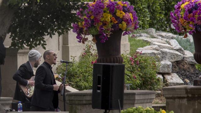 Chester Bennington cantou 'Hallelujah' no funeral de Chris Cornell