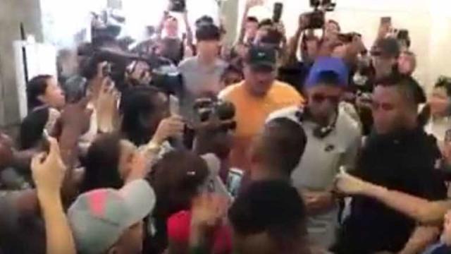 Ronaldo chegou a Singapura e... foi a loucura