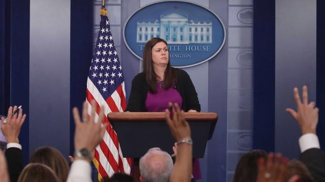 """Casa Branca analisa """"opções"""" para construir muro sem Congresso"""