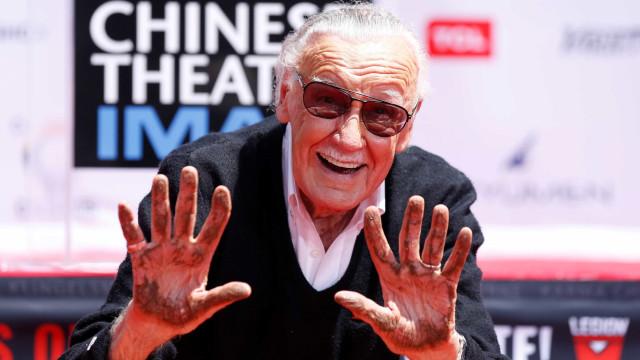Stan Lee deixa a sua marca no passeio da Fama em Hollywood