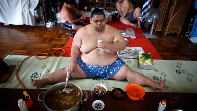 Um dia na vida de um lutador de sumo profissional