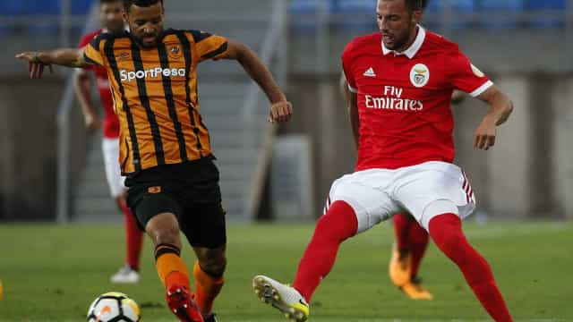 Benfica 'tropeça' com Hull City no Algarve