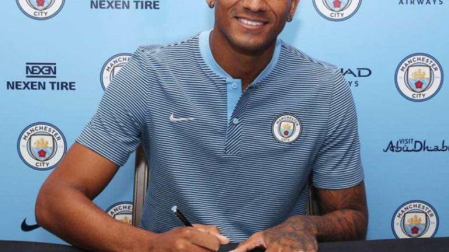 Oficial: Danilo assina pelo Manchester City