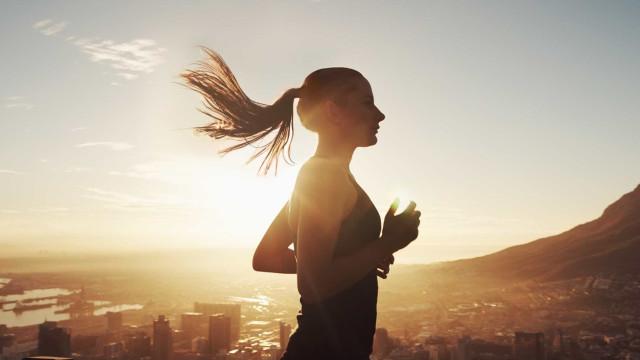 """""""Levantar cedíssimo e ir logo correr é meio caminho andado para enfarte"""""""