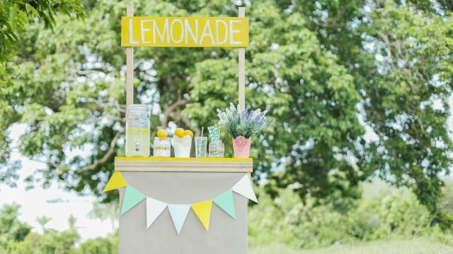 História de menina multada por vender limonada teve um final feliz