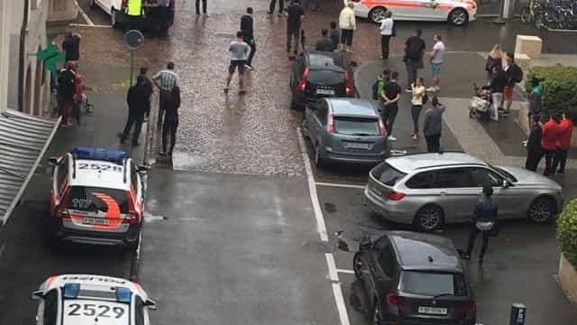 Homem ataca várias pessoas com motosserra na Suíça