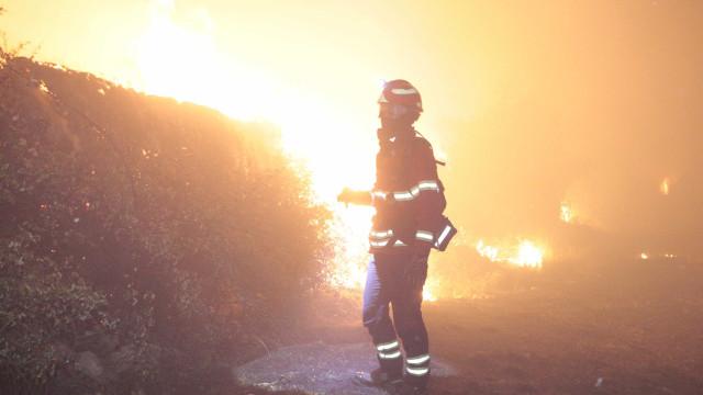 Incêndio com duas frentes lavra com intensidade em Ferreira do Zêzere