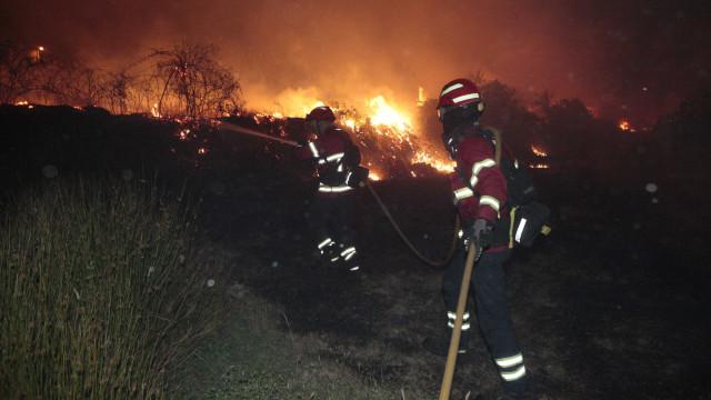 Incêndio em Sintra combatido por mais de 30 bombeiros