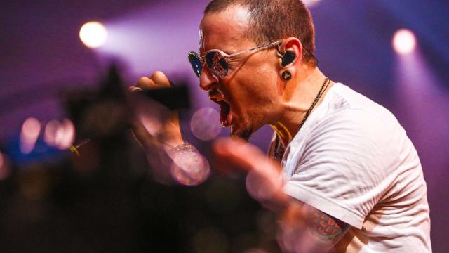 Mike Shinoda relembra Chester com primeira foto de Linkin Park